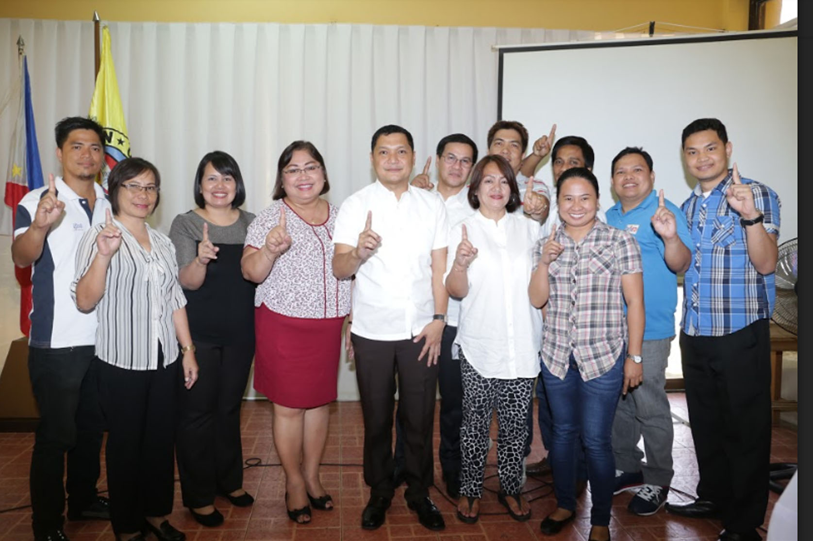 "MEETING W/ NAT'L AGENCIES. Top photo: Gov. Amado ""Pogi"" I. Espino III (5th from left) flash the Number One sign with the Department of Education (DepEd) officials/representatives of School Divisions of Pangasinan II, Urdaneta City, San Carlos City, and Alaminos City during the whole-day National Agencies Conference on April 20 at the Capitol Resort Hotel. Second photo shows the Governor with other national line agency heads/ representatives like the Department of Health, Philippine National Police and National Commission on Indigenous People. Lower photo, on the other hand, shows the provincial chief executive with the batch of representatives from Department of Science and Technology, Department of Agriculture, National Tobacco Administration, Philippine Carabao Center, Bureau of Fisheries and Aquatic Resources and Philippine Coconut Authority. Not on photo are other national agencies present like Civil Aviation Authority of the Philippines, Department of Environment and Natural Resources, Department of Trade and Industry, Housing and Land Use Regulatory Board, Dept. of Public Works and Highways, CENPELCO, PANELCO, DECORP, TESDA, among several others who also took turns in having photo ops with Gov. Espino. (Photo by Bob F. Sison/RRB)"