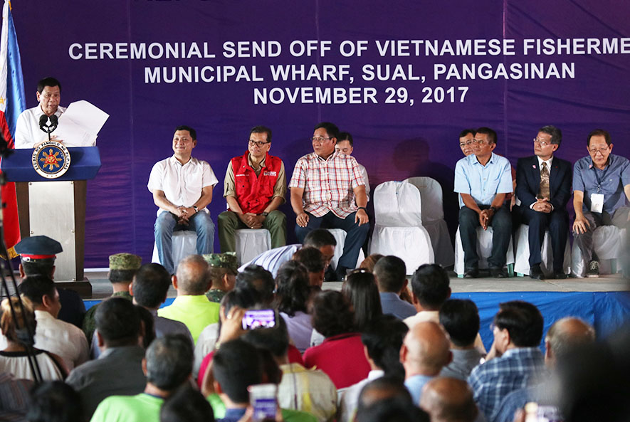 President Duterte, Governor Espino and other officials led the send-off ceremony for Vietnamese fishermen