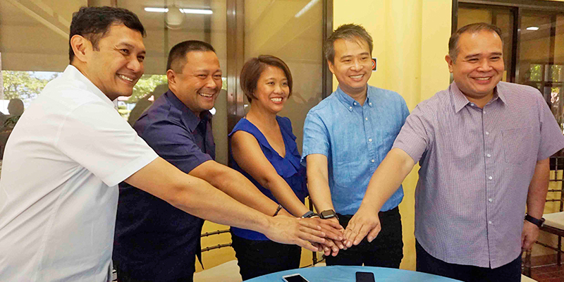 Governor Amado I Espino III  and Vice Governor Jose Ferdinand Z. Calimlim, Jr. take a gesture of unity with Senators Joseph Victor 'JV' G. Ejercito, Nancy Binay, and Joel Villanueva to push for universal health care program