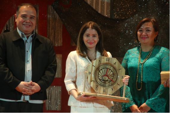 Tourism secretary Bernadette Romulo-Puyat with Vice Governor Calimlim and Philippine Federation of Professional Tour Guides Association, Inc. headed by their president Regina Rosa Tecson during the national tour guide convention held at Sison Auditorium in Lingayen.