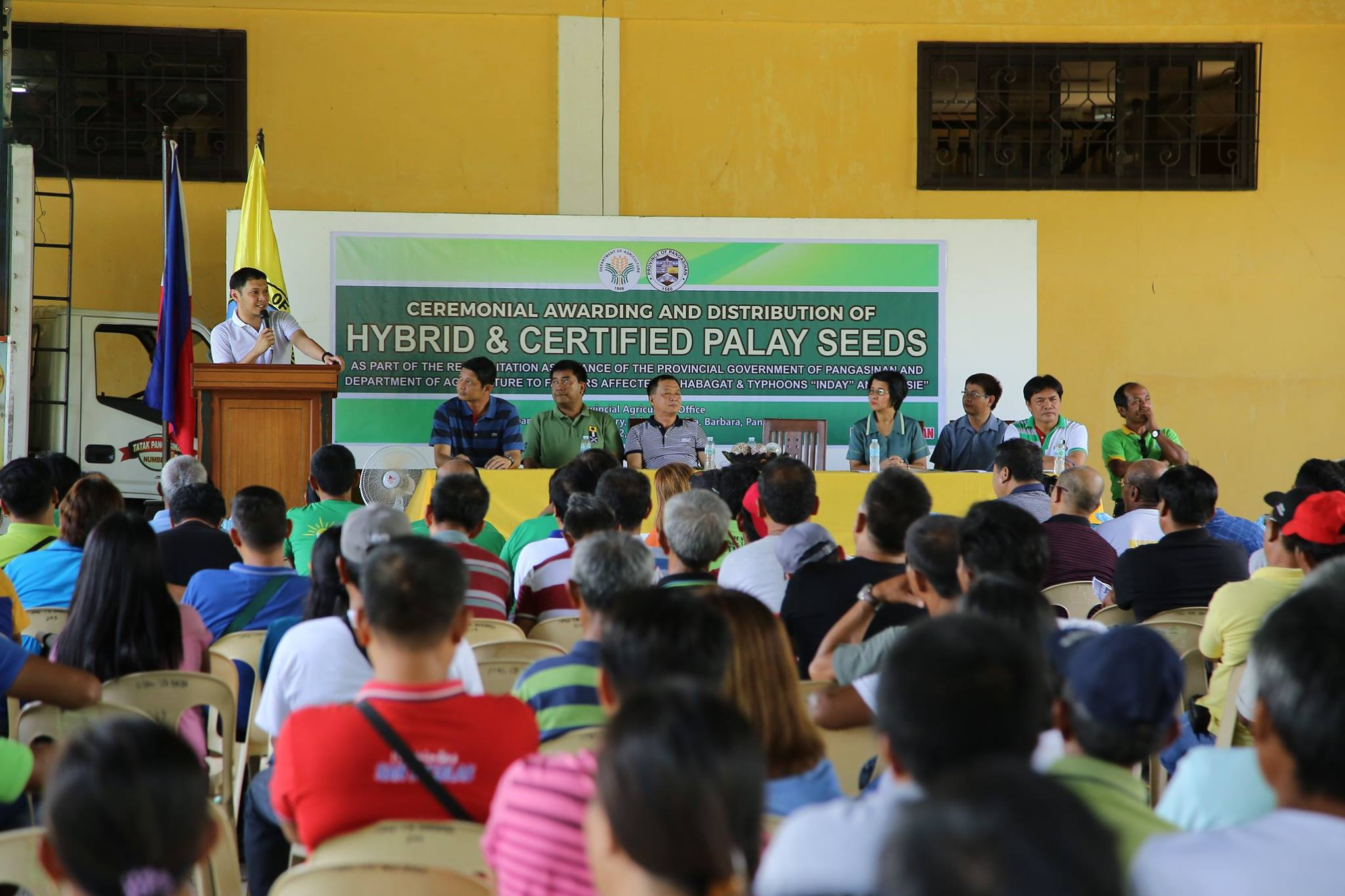 photo of distribution of certified palay seeds-2