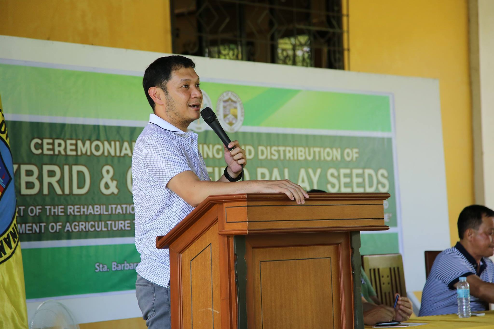 photo of distribution of certified palay seeds-3
