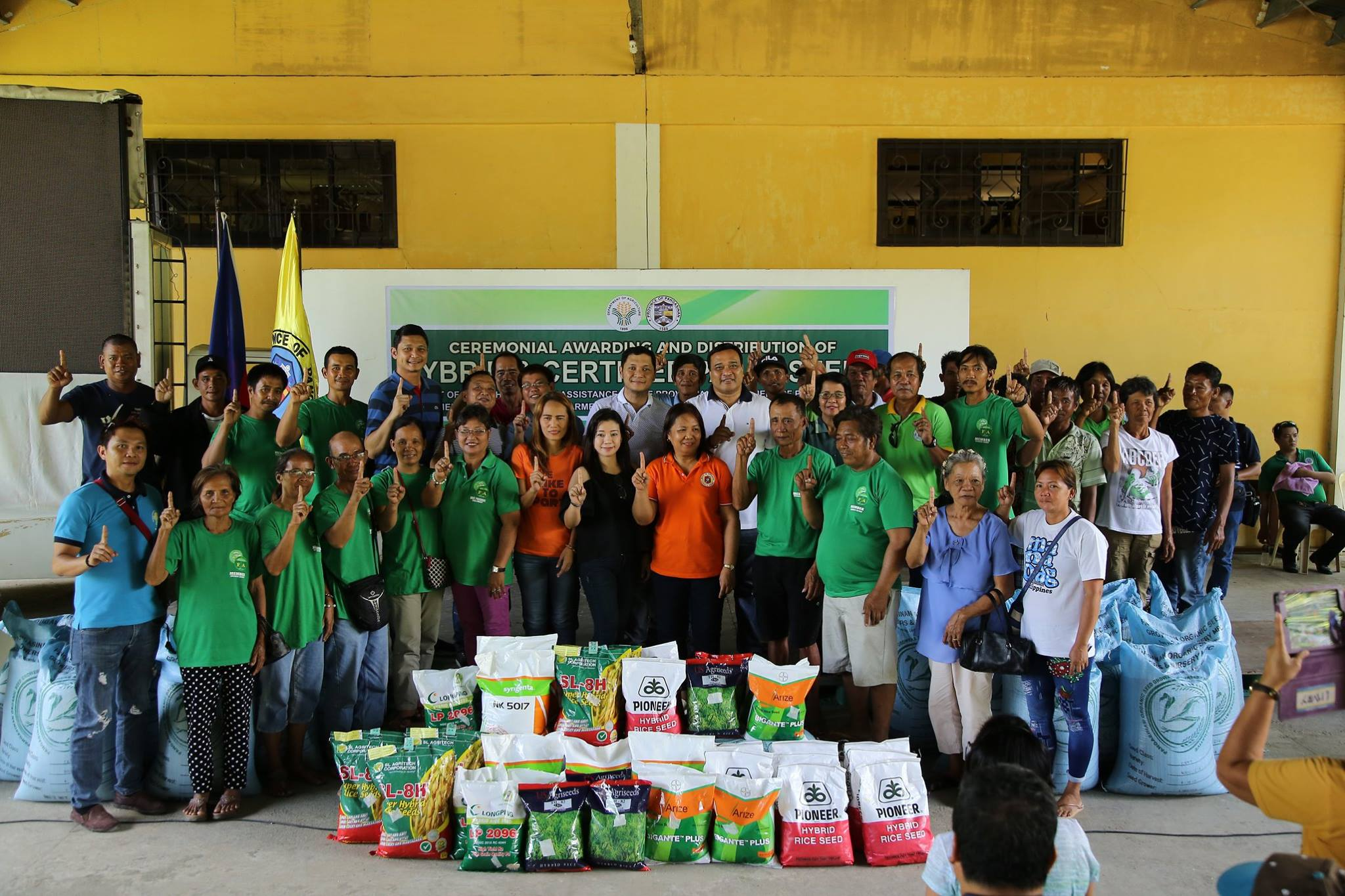photo of distribution of certified palay seeds